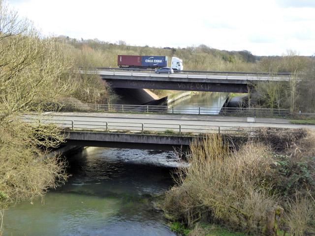 M3 and A3090 bridges over River Itchen