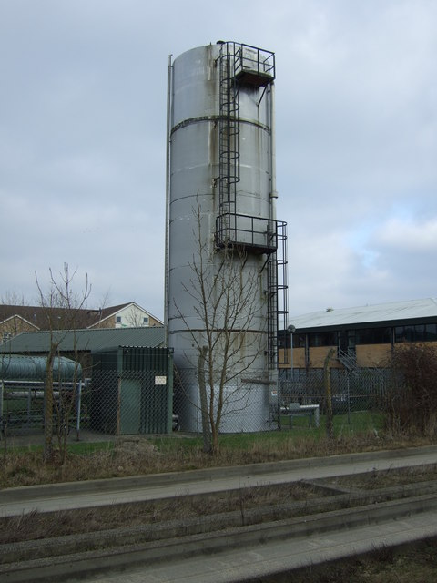 Silo beside the Cambridge Guided Busway, Histon