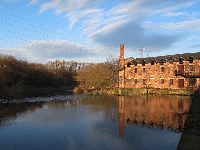 Weir at Thwaite Mills (view from upstream)