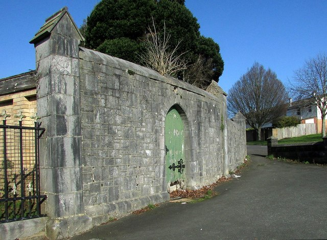 Flanking wall, Torquay Cemetery lodge