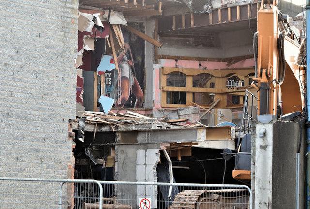 """The """"Stormont Inn"""" (demolition), Belfast - February 2017(1)"""