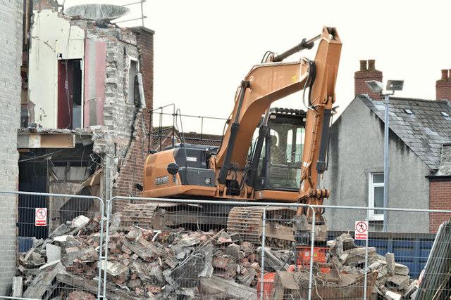 """The """"Stormont Inn"""" (demolition), Belfast - February 2017(2)"""
