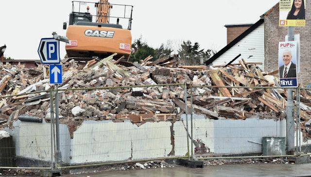 """The """"Stormont Inn"""" (demolition), Belfast - February 2017(7)"""