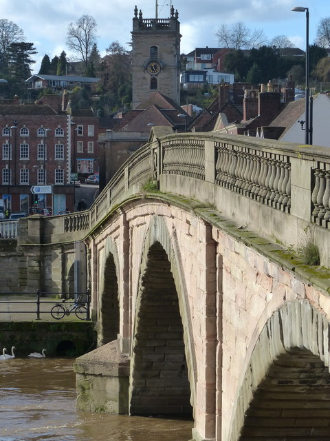 Bewdley Bridge crossing the River Severn