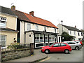 TG5203 : Oddfellows Arms public house in Cliff Hill, Gorleston by Adrian S Pye