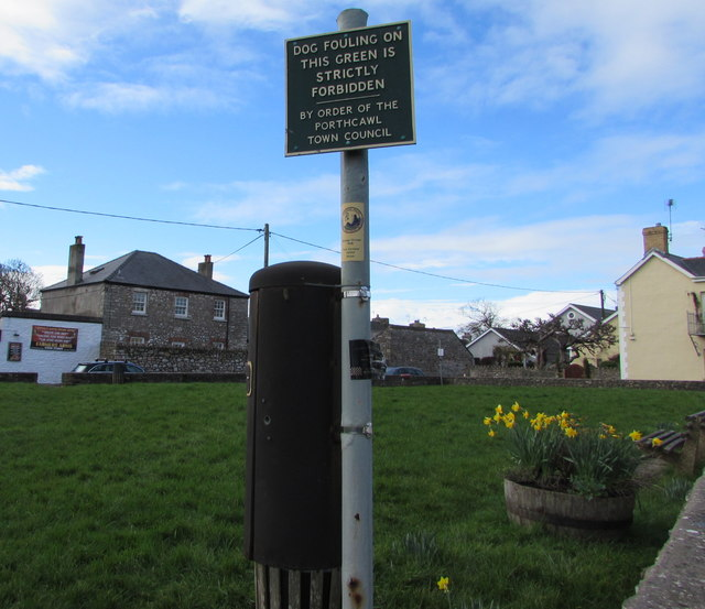 Officialese on a village green dog fouling notice, Nottage