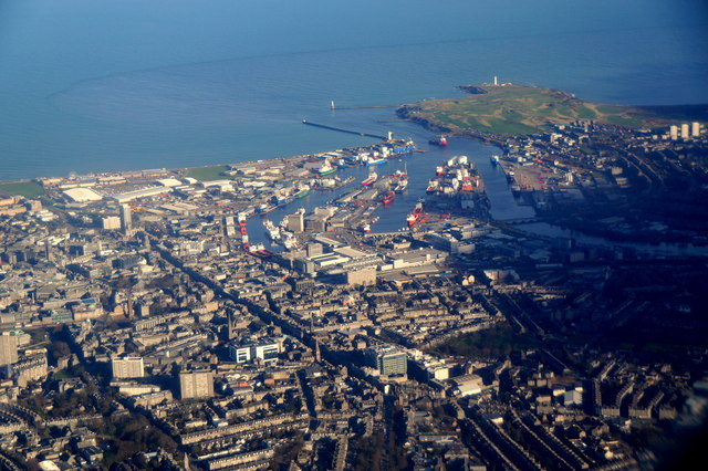 Aberdeen city centre and harbour from... © Mike Pennington cc-by-sa/2.0 :: Geograph Britain and Ireland