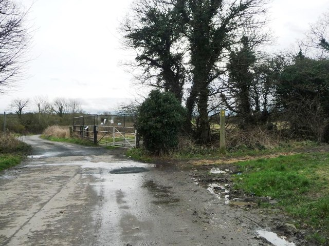 Footpath junction near Low House Farm
