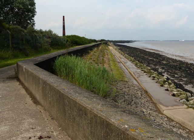 Heading north along the Humber sea defences