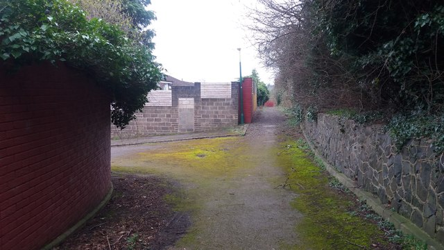 Path passing the end of Harton Way