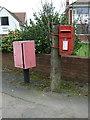 SP2879 : Elizabeth II postbox on Broad Lane by JThomas