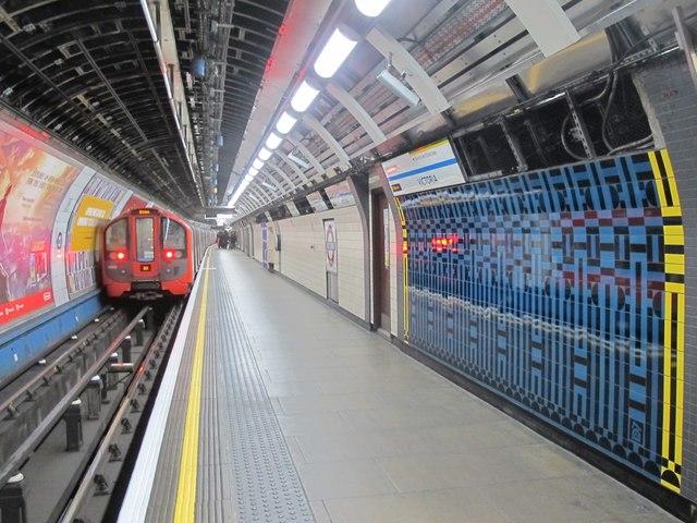 Victoria tube station, Victoria Line - ceramic tiles (2)
