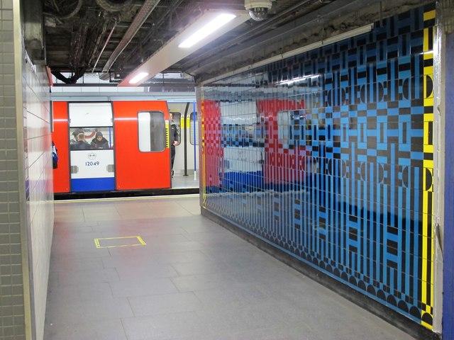 Victoria tube station, Victoria Line - ceramic tiles (3)