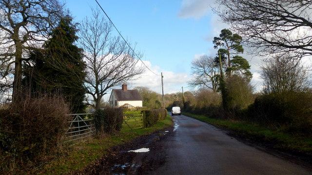 Broad Lane, approaching Chapel House