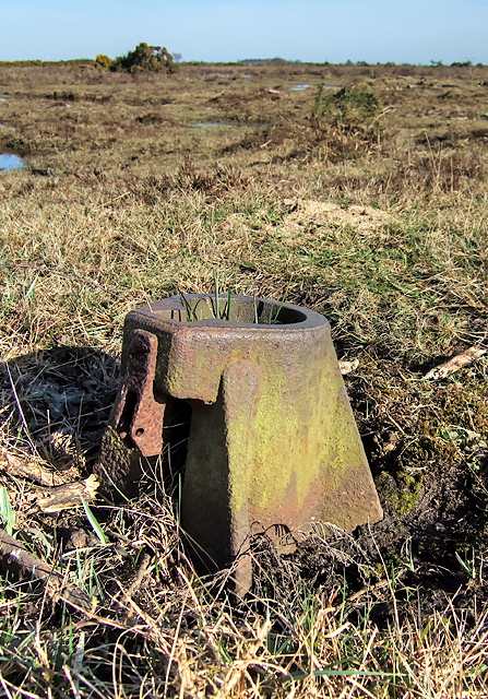 WWII Hampshire - RAF Beaulieu airfield: Signals Mortar (2)