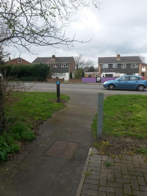 Bear Cross: footpath E05 is very short