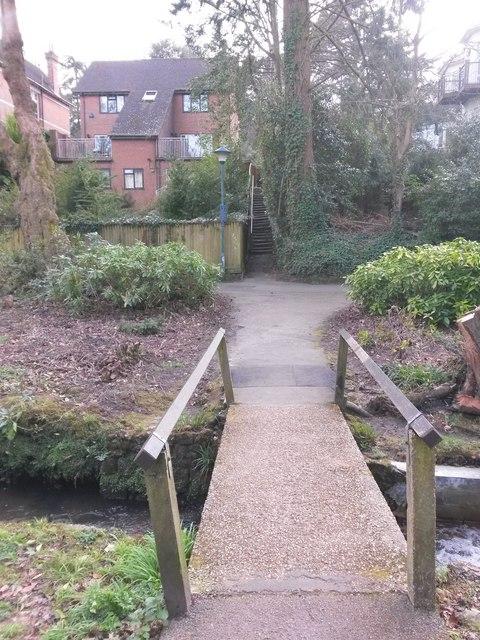 Westbourne: across a little footbridge towards footpath A02