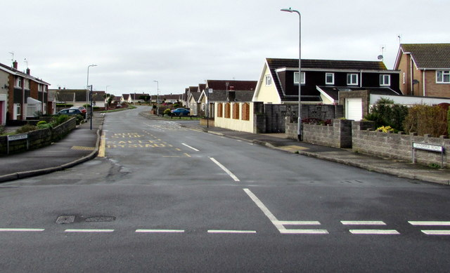 West along Sandpiper Road, Porthcawl