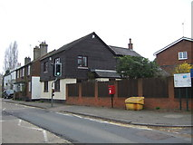 TL1614 : Houses on Lower Luton Road, The Folly by JThomas