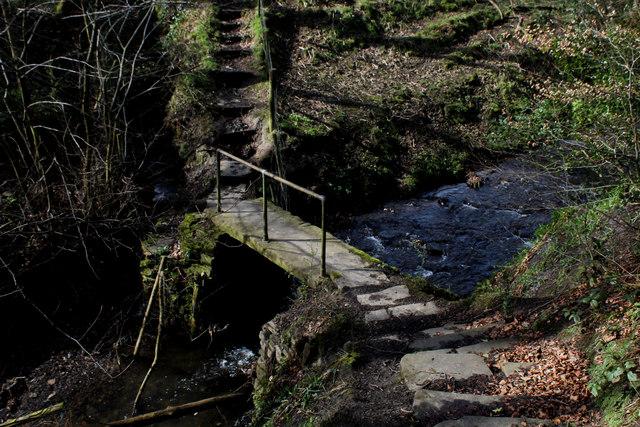 Footbridge over Shibden Brook