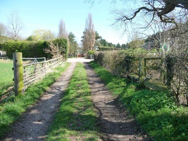 Public footpath heading east to Statfold Barn Farm