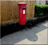ST3050 : Queen Elizabeth II pillarbox, Gore Road, Burnham-on-Sea by Jaggery