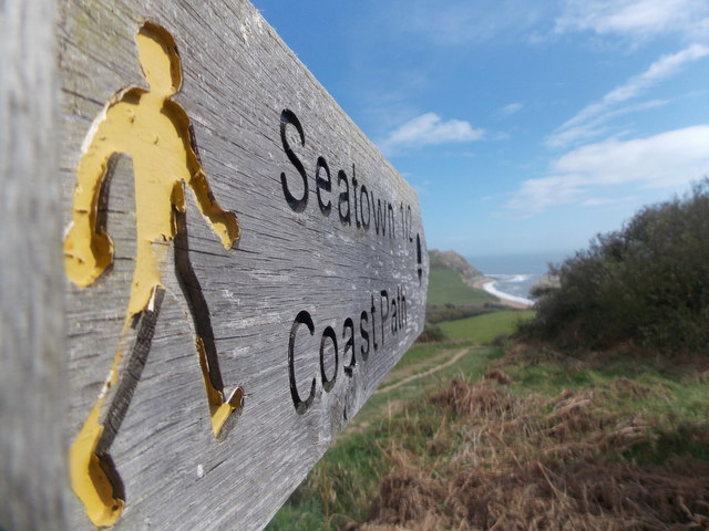 Seatown: a yellow man points the way