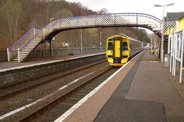 Train arriving at Garve
