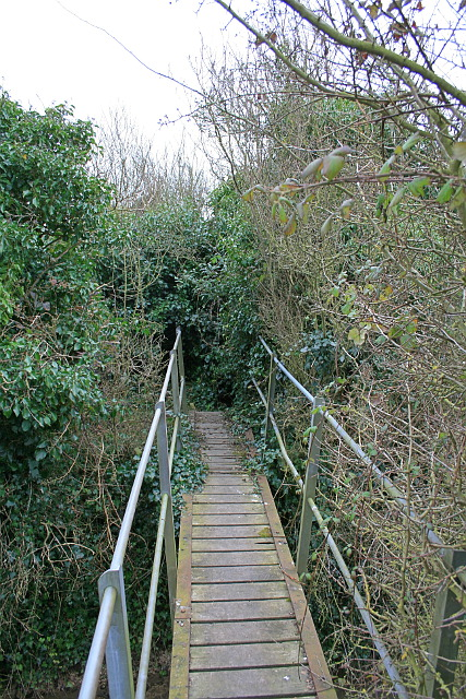 Footpath EE365 footbridge over South Stream