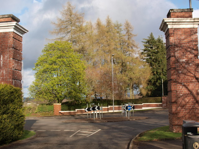 Roundabout at Mearnskirk Road