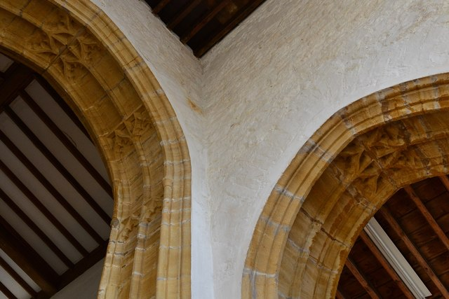 Cerne Abbas, St. Mary's Church: Two mid c15th arches 1