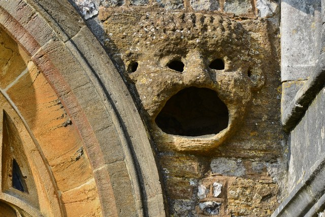Cerne Abbas, St. Mary's Church: The gaping gargoyle, outlet for a chimney in the priest's chamber