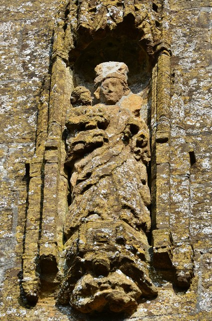 Cerne Abbas, St. Mary's Church: Beautiful statue of the Virgin and Child