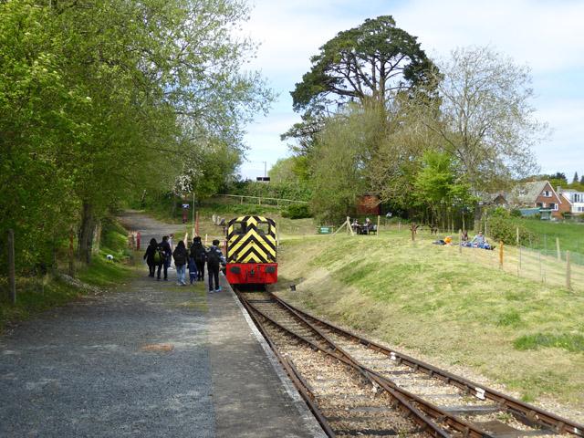 Locomotive running round train, Wootton station