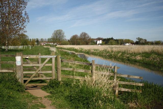 Footpath towards Buxton Mill