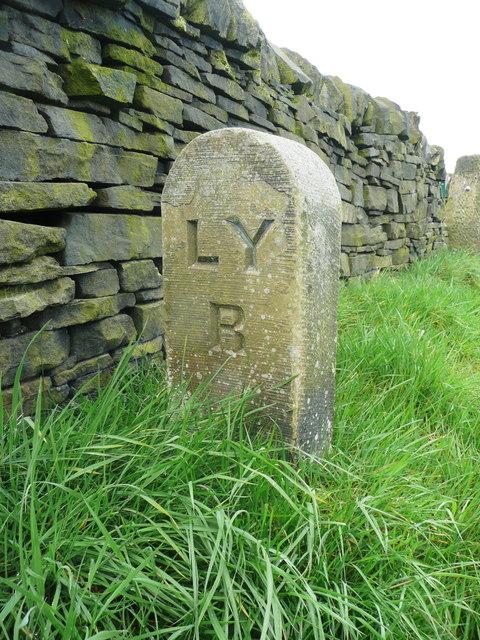 Railway boundary stone, Halifax (Southowram)