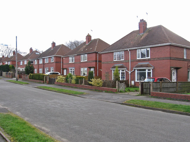 Glapwell - semi-detached houses on Park Avenue
