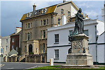 SY6879 : Statue of Queen Victoria by David Martin