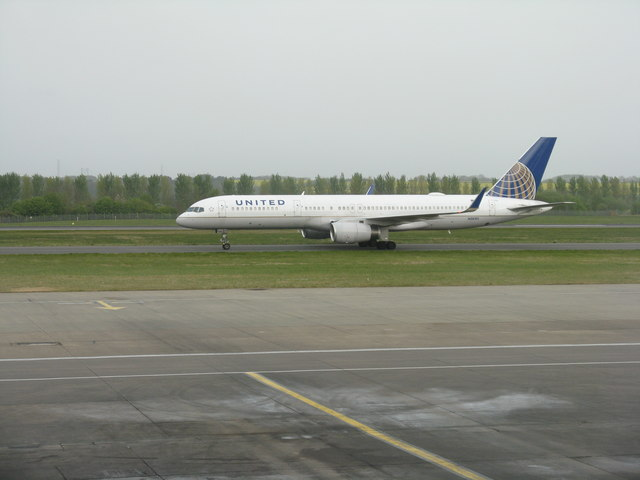 United Airlines Boeing 757 arriving from Newark NJ