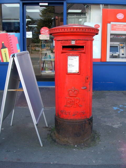 Elizabeth II postbox on Main Road, Dovercourt