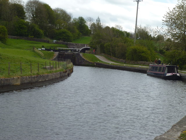 Leeds and Liverpool Canal:Greenberfield Middle Lock No 43