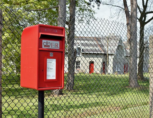 Postbox BT38 350, Carrickfergus (May 2017)