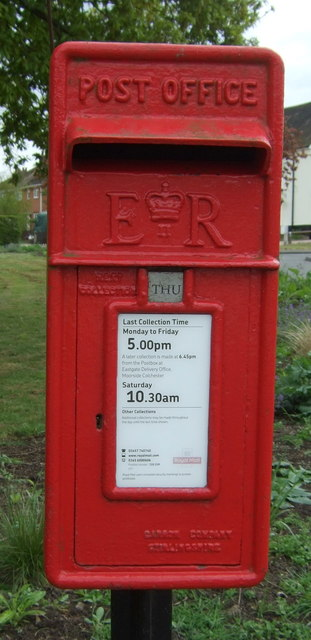 Elizabeth II postbox on Rectory Road, Rowhedge