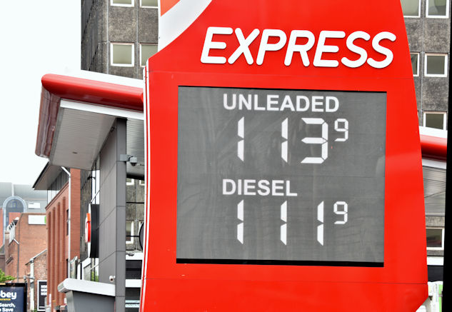 Fuel prices sign, Belfast (12 May 2017)