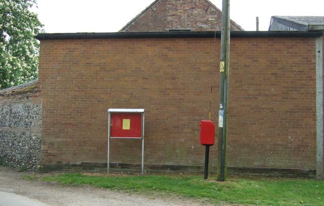 Elizabeth II postbox on The Green, Little Ellingham