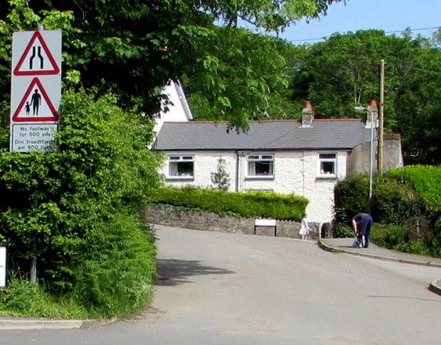 Warning signs facing Dorallt Way, Henllys, Cwmbran