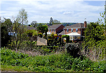 SO8690 : Housing near Swindon in Staffordshire by Roger  Kidd