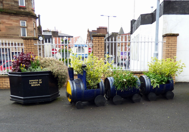 Barry The Barrel at Largs railway station by Thomas Nugent