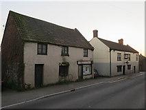 ST5038 : Empty shop on Chilkwell Street by Hugh Venables