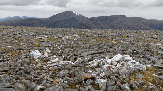 Quartz on the ridge to Am Faochagach
